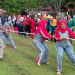 BAPPEDA Sanggau Ikut Berpartisipasi Dalam Lomba Tarik Tambang Memeriahkan HUT KORPRI KE–46
