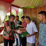 Gubernur Serahkan 1185 Sertifikat Tanah di Desa Tae Kec.Balai