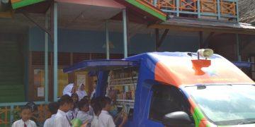 Pelayanan Perpustakaan Keliling di SDN 01 Sanggau
