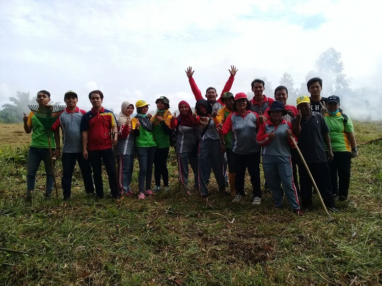 Sukseskan Gawai Dayak Nosu Mino Padi XIII, Dinas Lingkungan Hidup adakan kerja bakti.