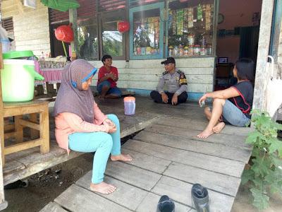 Bhabinkamtibmas Sambangi Ibu-Ibu yang ada di Desa Binaan