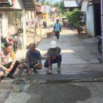 Bhabinkamtibmas Polsek Sekayam Monitoring Pembangunan Jalan Rabat Beton Di Desa Binannya