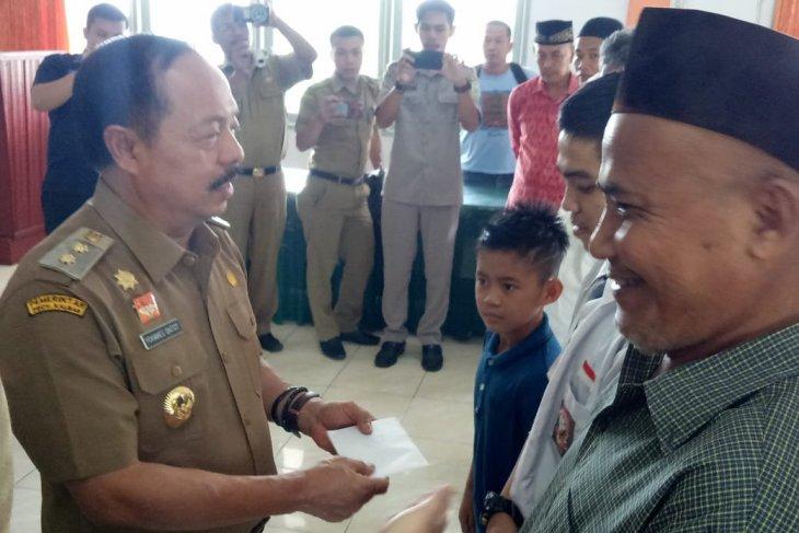 Baznas Sanggau salurkan zakat senilai ratusan juta rupiah
