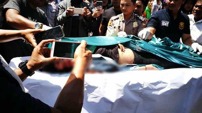 BREAKING NEWS - Pengendara Wanita Tewas Terlindas Truk di Jalan A Yani Pontianak