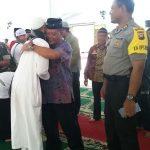 Tetesan Air Mata (Gembira) Mewarnai Kedatangan 107 Jama'ah Haji Asal Sanggau