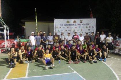 """Waka Polres Sanggau Tutup Turnamen Bola Voli """"Kapolsek Cup"""" di Tayan Hilir"""