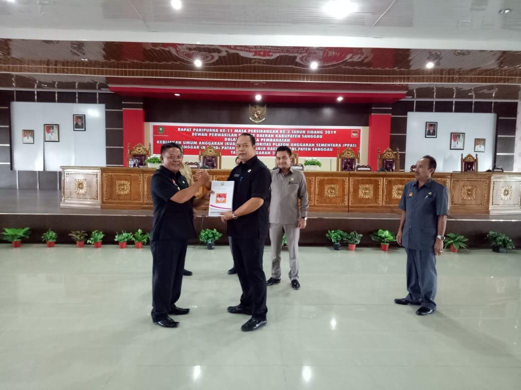 Bupati Sanggau Serahkan Nota Pengantar KUA-PPAS APBD TA.2020 Kepada Ketua DPRD Sanggau