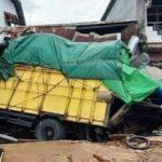 Rem Blong, Truck Seruduk Warung di Simpang Ampar Tayan