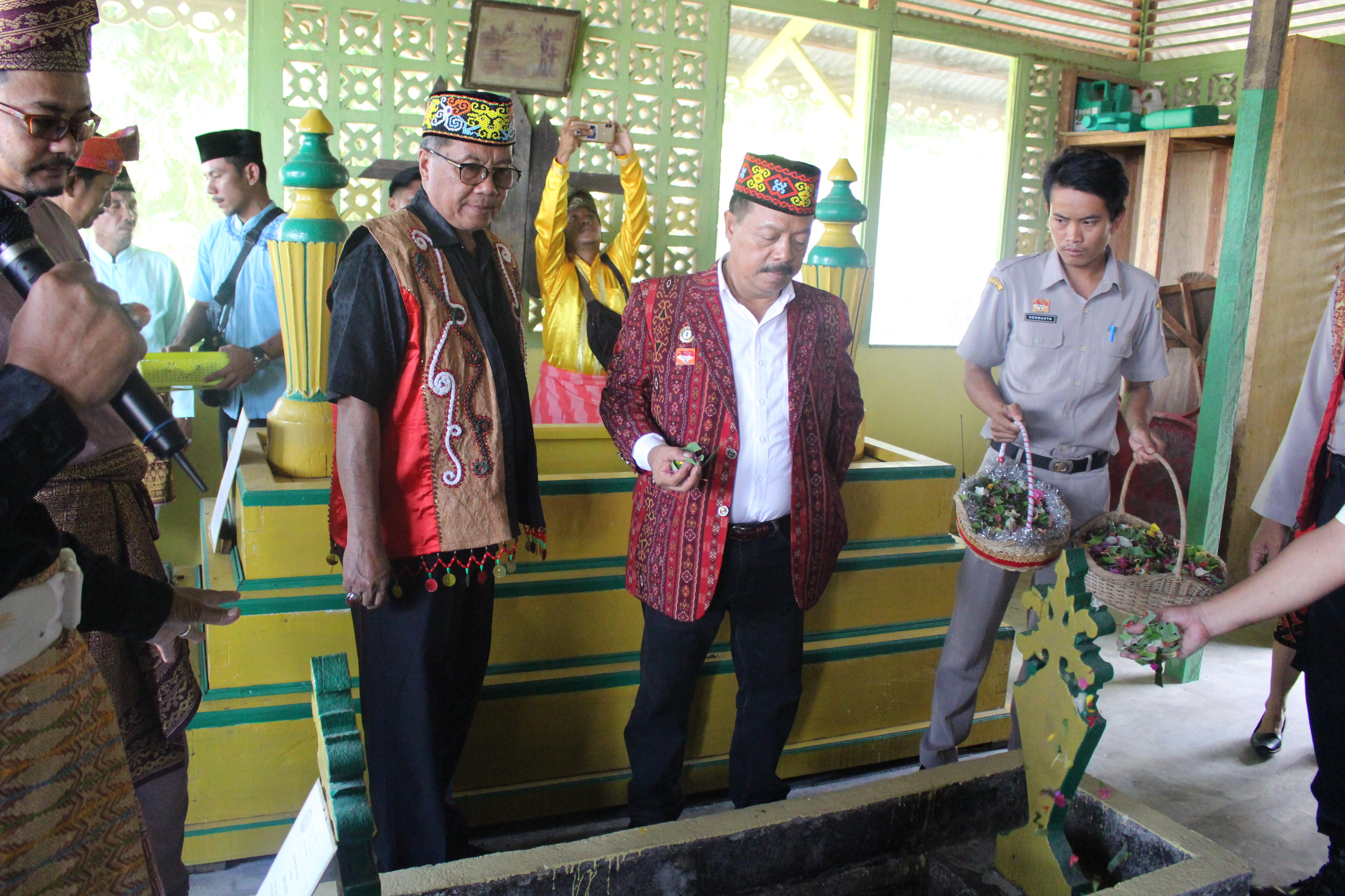 Jelang Hari Jadi ke-403 Kabupaten Sanggau, Wakil Bupati Ziarah Makam Raja dan Makam Bupati Pertama Sanggau