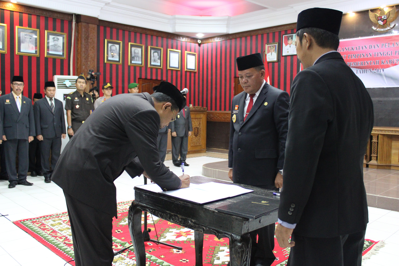 Bupati Sanggau Lantik Tujuh Pejabat Tinggi Pratama di Lingkungan Pemkab Sanggau