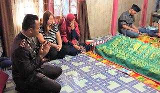 Kapolres Sanggau Pimpin Upacara Pemakaman Aiptu Sumiran