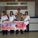 Bhabinkamtibmas Sosialisasikan Stop Pungli di Puskesmas Noyan