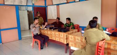 Sambangi Kantor Desa Temiang Taba Bhabinkamtibmas Sampaikan Pesan Kamtibmas