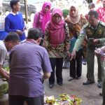 TPID Bersama BPOM Sanggau Pantau Harga Kebutuhan di Pasar Jelang Lebaran