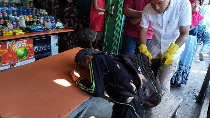 Heboh! Seorang Pria Ditemukan Meninggal Dunia saat Duduk di Pasar Kapuas