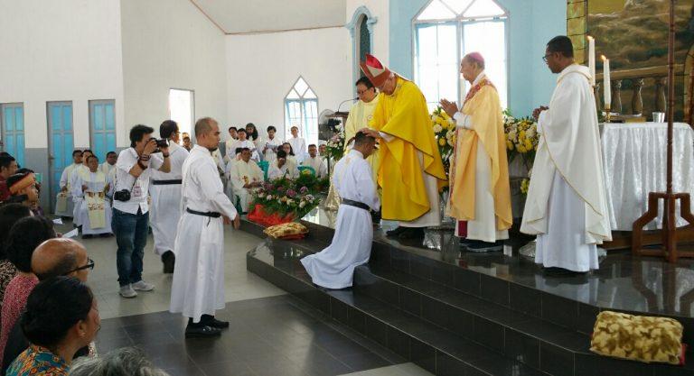 Dua Imam Ditahbiskan, Uskup Berpesan Agar Setia Terhadap Panggilan