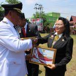 Diskominfo Sanggau Dapat Penghargaan Dari Bupati Sanggau Terkait Masuk Zona Hijau Pelayanan Publik