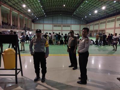 Bhabinkamtibmas Amankan Pertandingan Futsal di Gor Indor Balai Betomu Sanggau