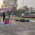 Kapolsek Parindu Jadi Irup Penurunan Bendera HUT RI Ke 74