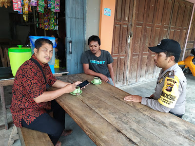 Bersama Masyarakat Bhabinkamtibmas Laksanakan Ngopi di Warkop Tejo