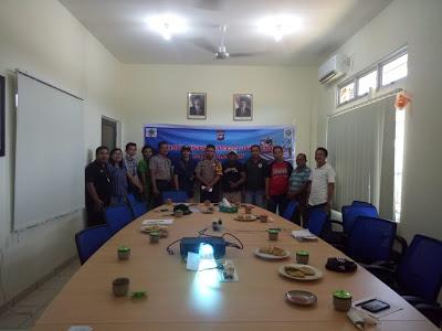 Bhabinkamtibmas Melaksanakan Binluh ke PT AAC Kecamatan Toba