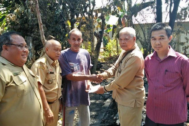 Baznas Sanggau bantu korban kebakaran di Sungai Sengkuang