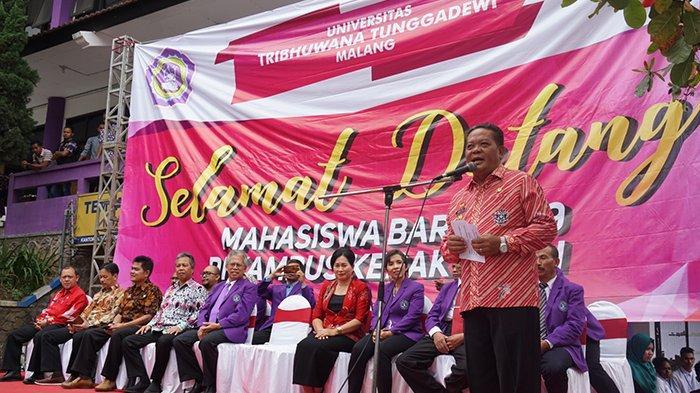 Bupati Paolus Hadi Serahkan Mahasiswa Asal Sanggau ke Kampus Unitri Malang, Sampaikan Pesan Ini