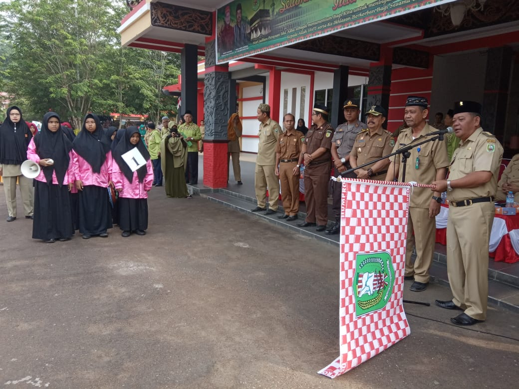 Bupati Sanggau Lepas Lomba Pawai Takbir Berbusana Muslimah Dalam Menyemarakkan Perayaan Hari Raya Idul Adha 1440 H/2019 M