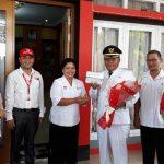 Day To Remember Markas PMI Sanggau Ke 34, Ketua PMI Serahkan Bunga Mawar dan Masker