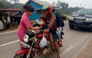 Peduli Dampak Kabut Asap, Jajaran Polsek Tayan Hilir Bagikan Masker Gratis