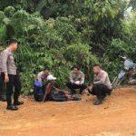Pria Tua Terlantar Ditemukan Anggota Polsek Sekayam ditengah Hutan