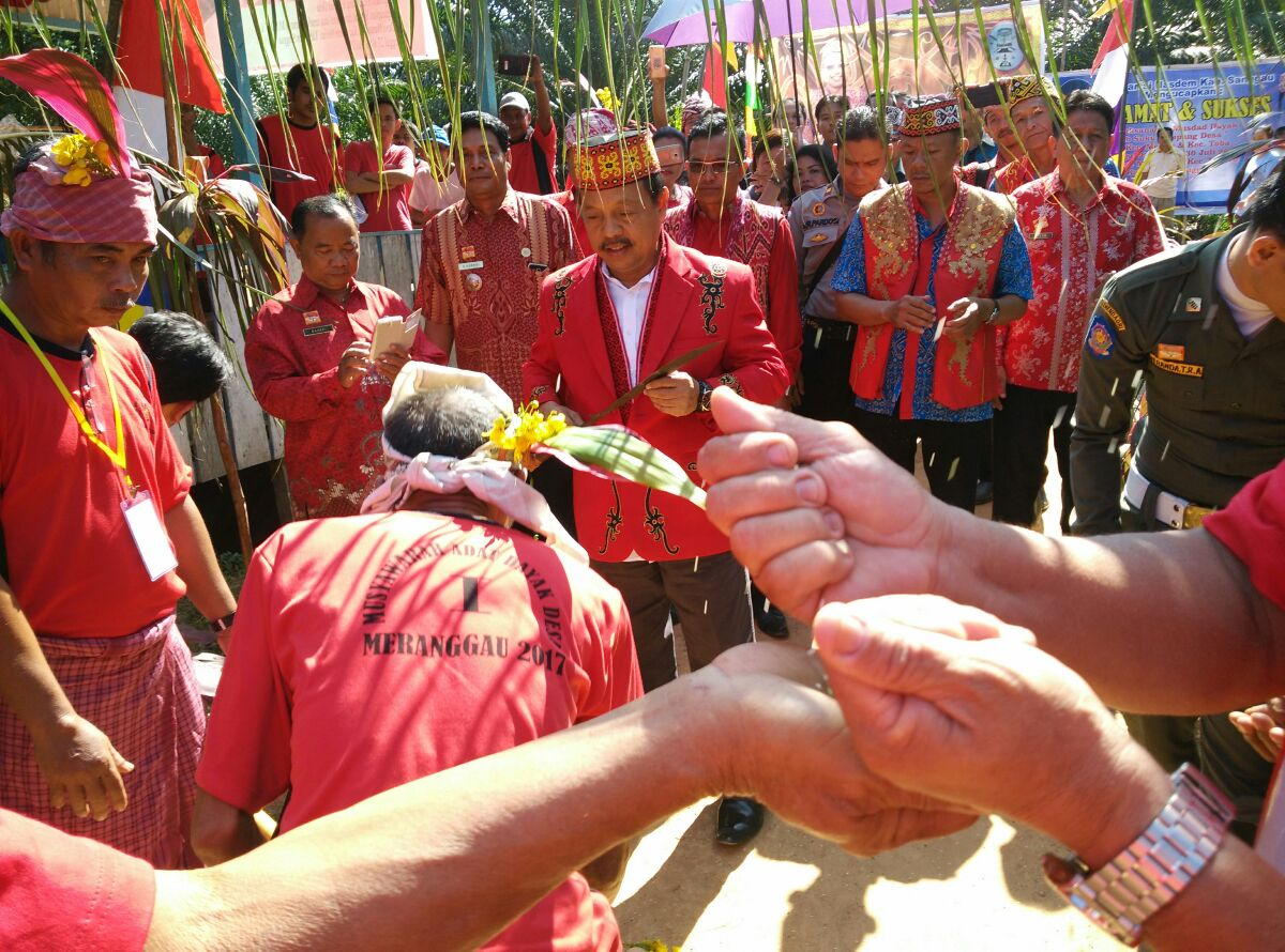 Wakil Bupati Sanggau Buka Musdad Sub Suku Dayak Desa Tahun 2017