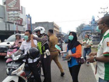 PMI dan Komcab Pemuda Katolik Sanggau Bagikan 2500 Masker