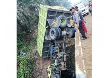 Laka Tunggal di Jalan Raya Simpang Tanjung-Kembayan, Sopir Dump Truk Tewas