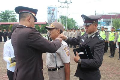 Kapolres Sanggau Pimpin Upacara Kenaikan Pangkat PNS Polres Sanggau