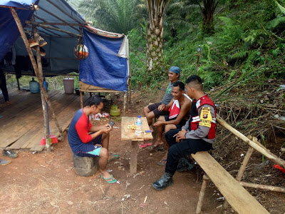 Himbau Jangan Karhutla Briptu Juni Santoso Gencar Laksanakan Kegiatan Patroli