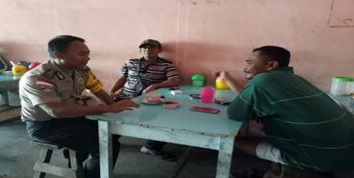 Duduk Santai Bersama Masyarakat Bhabinkamtibmas Himbau Waspada Penyebaran Berita Hoax