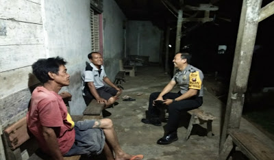 Bhabinkamtibmas Sambang Dialogis Kepada Masyarakat Desa Binaan
