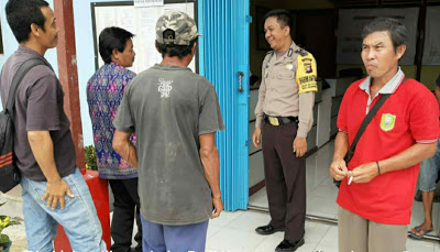 Bhabinkamtibmas Desa Embala Brigadir Indra Rudi Hartono Sampaikan Pesan Kamtibmas Kepada Masyarakat