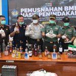 VIDEO: Bea Cukai Entikong bersama Polri-TNI Kejaksaan Musnahkan Ratusan Minol dan Tembakau Ilegal