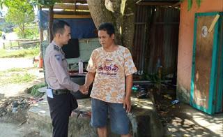 Patroli di Desa Binaan, Briptu Reza Fahlevi Sampaikan Himbauan Kamtibmas