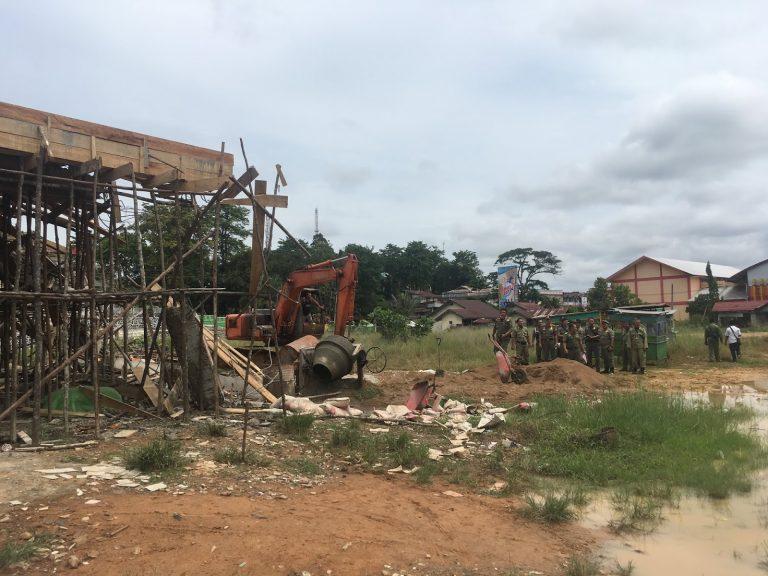 Serobot Tanah Pemda sebuah Bangunan di jalan setia Budi kelurahan Beringin Di Robohkan