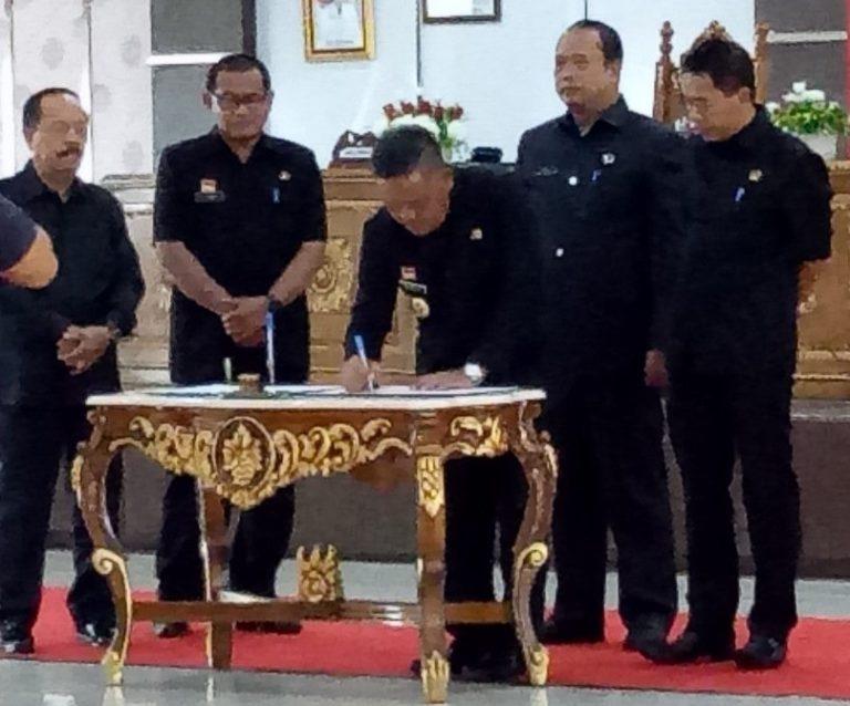 Tok...!! APBD Sanggau TA. 2020 Disahkan