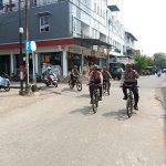 Sebarkan Pesan Kambtibmas kepada Masyarakat Kota Sanggau dengan Patroli Sepeda
