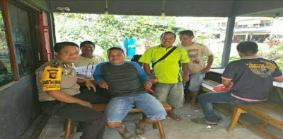 Sampaikan Pesan Kamtibmas, Bhabinkamtibmas Desa Maju Karya Ngopi Bareng Dengan Warga Binaan