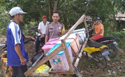 Patroli Sambang Penjual Keliling Brigpol Sapto Sampaikan Himbauan kamtibmas