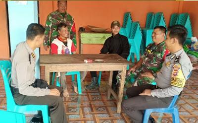 Briptu Ricky Andrian Bersama Bhabinsa Melaksanakan Kegiatan Sambang Serta Sampaikan Himbauan Kamtibmas