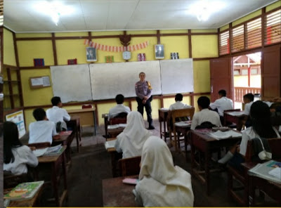 Brigpol Tatak Budi Cahyono Laksanakan Police Goes To School di SMPN 1 Entikong