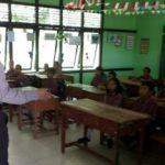 Police Goes To School Bripka Saprin Gunawan di SDN 46 Sungai Pelanduk