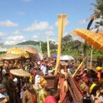 Turis dari Beberapa Negara Hadir di Prosesi Perang Ketupat dan Pemandian Pusaka Kerajaan Tayan